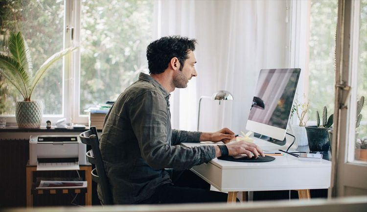 برامج وخدمات تفيدك في العمل من المنزل والبقاء على اتصال بجهاز العمل