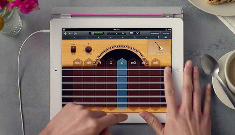 تعلم عزف الجيتار عبر الهاتف من خلال هذه التطبيقات المفضلة