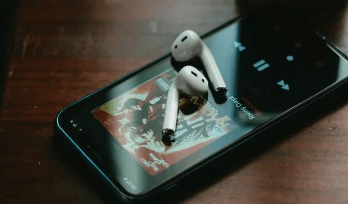 سماعات AirPods لا تتصل مع هاتفي الآيفون